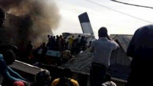Congo, aereo precipita e si schianta sulle case a Goma: 17 persone a bordo