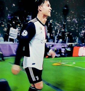 Cristiano Ronaldo rompe bandierina Juventus-Atletico, come Cassano