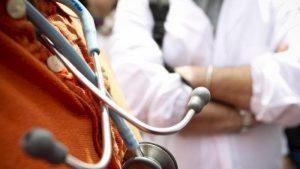 Germania, si fa assumere in ospedale ma non è medico: accusata di aver causato 4 morti