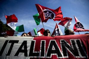 Odio razziale, fascismo e armi: 12 estremisti di destra indagati vicino Siena
