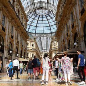 Galleria Milano: 1,9 mln di affitto all'anno per 302 mq. Armani batte Tod's e Prada