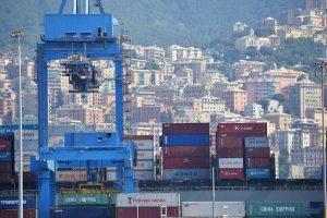 Genova isolata: il porto così può resistere una settimana al massimo