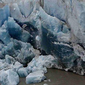 Alaska, anche il ghiacciaio più spesso del mondo si sta sciogliendo. In anticipo di 80 anni
