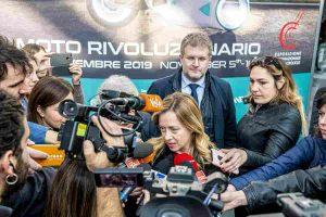 """Giorgia Meloni all'Eicma fa una battuta: """"In moto con Salvini a Palazzo Chigi"""" VIDEO"""