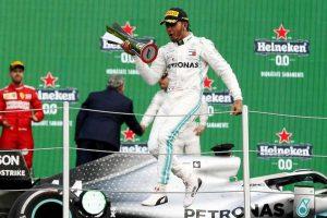 Ferrari su Hamilton, arriva il botta e risposta tra il pilota e Binotto