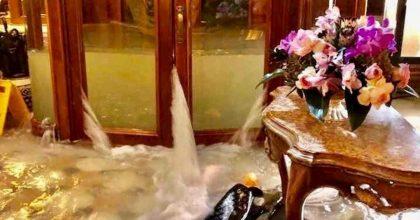 """Venezia, hotel di lusso allagati? Gli haters: """"Ben gli sta, costa un salasso dormirci"""""""