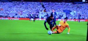 Real Madrid-Psg, VAR toglie rigore Icardi rosso Courtois, su Marcelo...