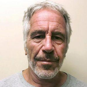 Jeffrey Epstein, le guardie giurate facevano acquisti online mentre si toglieva la vita