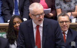 Brexit, Scacchi, accusa da sinistra (Labour e Corbyn): Johnson vuol chiudere la Sanità e regalarla agli Usa