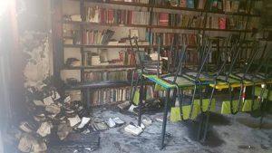 """Roma, nuovo incendio alla libreria antifascista """"La Pecora Elettrica"""" alla vigilia della riapertura"""