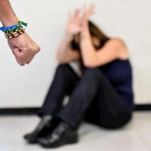 Lecco, violenza di gruppo ai danni della moglie dalla quale si era appena separato: arrestato un 40enne