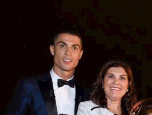 Mamma Cristiano Ronaldo mafia calcio non fa vincere mio figlio