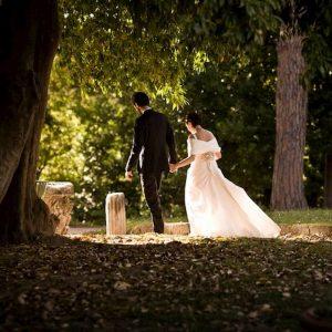 Matrimoni con rito civile superano quelli in chiesa. Ci si sposa di più, ma più tardi