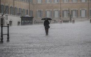 Meteo, dopo il caldo anomalo torna l'inverno: freddo e pioggia tutta la settimana