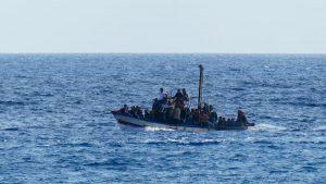 Migranti, naufragio a Lampedusa: recuperati vivi in 149, 7 cadaveri, 20 dispersi