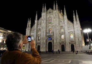 Milano: guardia giurata accoltella collega durante il servizio vicino al Duomo. Lite o scherzo?