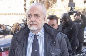 Napoli De Laurentiis vuole risolvere contratto Ancelotti. Multe calciatori ribelli e silenzio stampa