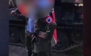 Vestiti da nazisti al Lucca Comics con un finto carro armato: indaga la Digos