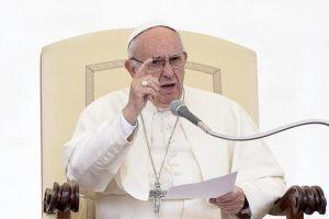 """Eutanasia, papa Francesco: """"Il diritto di morire non ha basi giuridiche"""""""