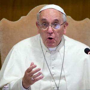 """I cento contro Papa Francesco """"sacrilego"""" e idolatrico"""". Il documento"""