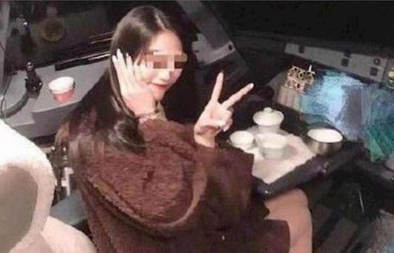 passeggera selfie cabina aereo