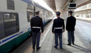 Pavia, studentessa inseguita e molestata sul treno per Alessandria: denunciato un 57enne straniero