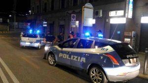 Roma, danneggia auto parcheggiate a Garbatella e poi aggredisce i poliziotti che lo scoprono