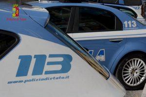 Ostia, non si ferma al posto di blocco: inseguito dai poliziotti, li aggredisce. Arrestato 31enne