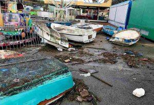 Tromba d'aria a Porto Cesareo: il pontile sradicato dal vento e dal mare in burrasca 05