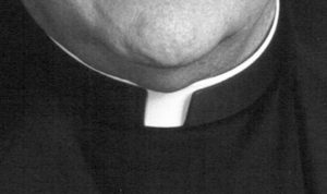 Caserta, prete arrestato per abusi su ragazzina 12 anni