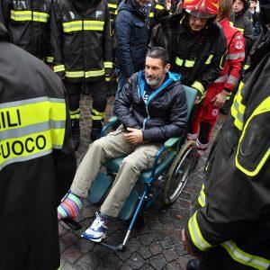 Quargnento, ai funerali dei 3 vigili del fuoco c'è anche il capo squadra rimasto ferito
