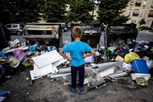 cumulo rifiuti roma ansa