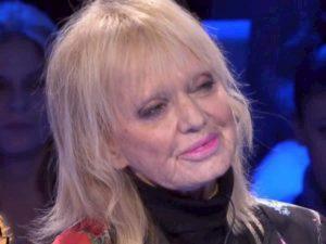 """Rita Pavone da Francesca Fialdini a Da Noi...A Ruota Libera: """"Per colpa di Teddy Reno mio padre..."""""""