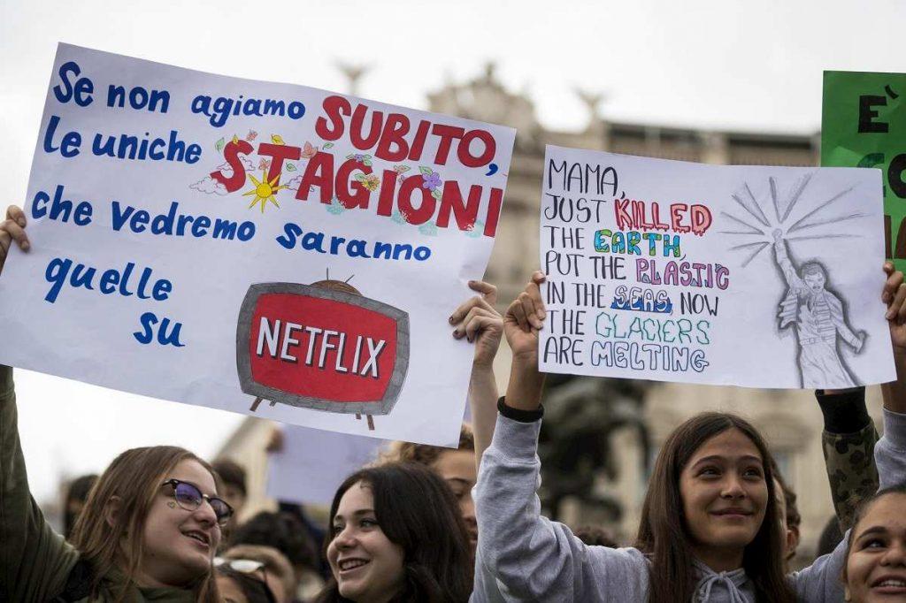 cartelli studenti corteo roma