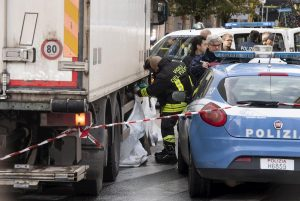 Roma, donna investita e uccisa da un camion in zona Colli Albani