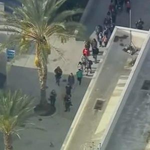Santa Clarita, 16enne spara in un liceo: morti due studenti. Poi tenta il suicidio
