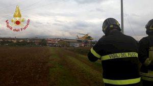 Santa Severa, ultraleggero urta cavi dell'alta tensione e precipita: Franco Torretta morto, grave l'amico