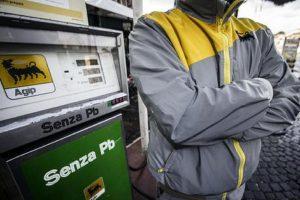 Sciopero benzinai: 2 giorni fermi contro fatturazione elettronica e registratori di cassa telematici
