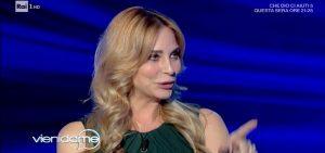 """Stefania Orlando: """"Alcuni fan mi offrono soldi per farsi picchiare"""""""