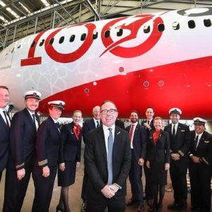Il team della compagnia di bandiera australiana Qantas che ha completato il primo volo di prova non-stop di 19 ore e 19 minuti da Londra