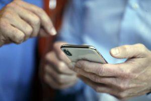 Telefoni, le super offerte: ogni anno la tariffa aumenta