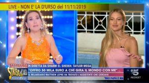 Taylor Mega ubriaca a Live Non è la D'Urso: i fuori onda di Striscia la Notizia