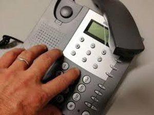 Parma, chiede disdetta del telefono: le addebitano bollette sconosciute per 10 anni