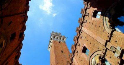 Siena, ragazza si uccide lanciandosi dalla Torre del Mangia