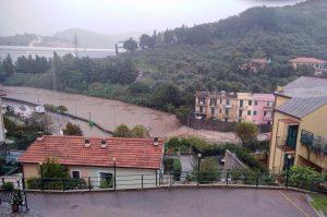 Allerta meteo Protezione Civile in 10 regioni: in Liguria esonda il torrente Petronio
