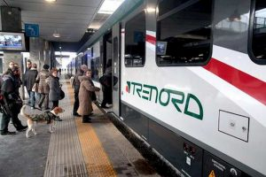 Saronno, donna travolta e uccisa sui binari. Treni bloccati sulla Como-Milano