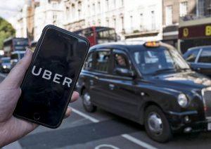 Uber. Il Comune di Londra revoca la licenza. In bilico il destino di 45mila conducenti