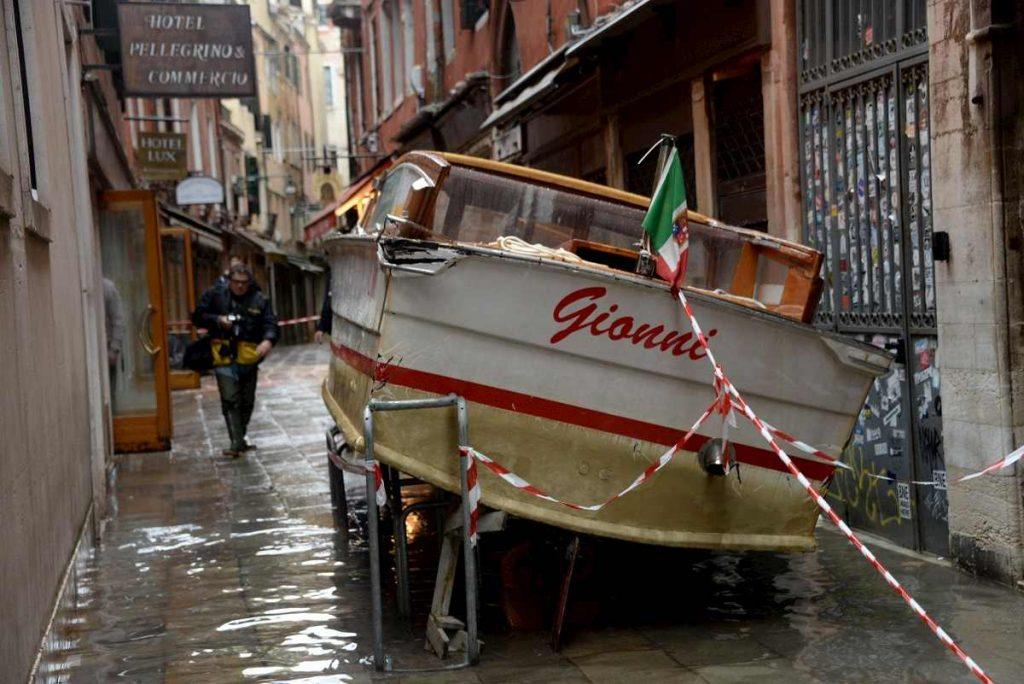 barca acqua alta venezia