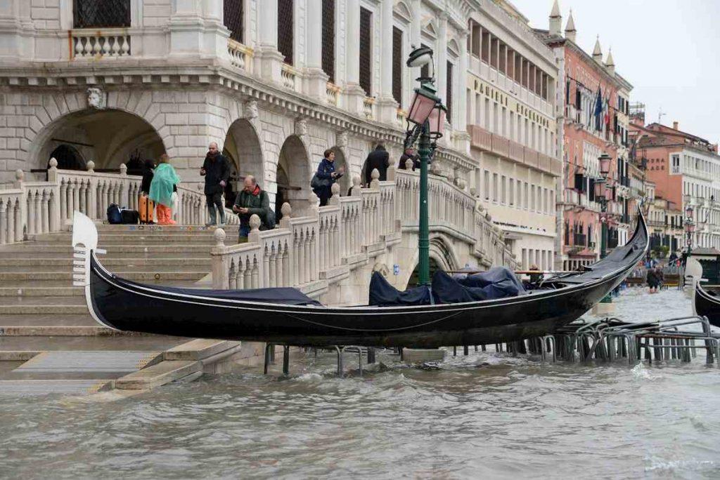 barca acqua alta venezia 2