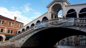 Venezia: stop mutui per un anno, 20 milioni subito e il sindaco Brugnaro commissario